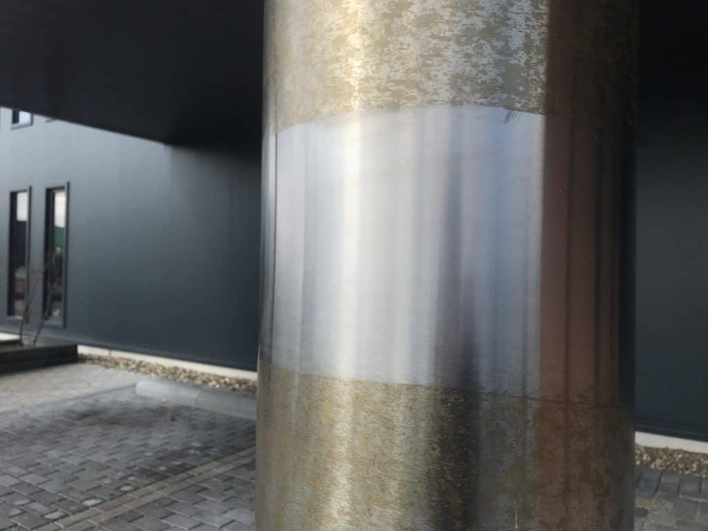 Dezelfde RVS kolom als boven echter een klein deel is behandeld met Innosoft B570.