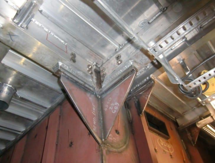 Afbeelding 4: Triplate verbindingstrippen tussen het staal en de aluminium opbouw van een megajacht.